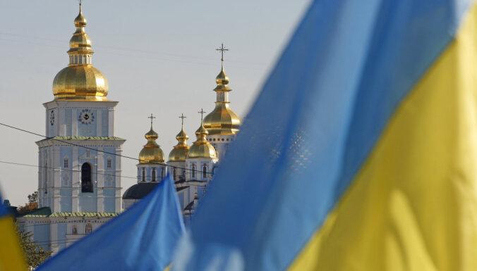 В Киеве около тысячи пикетчиков требуют отставки членов Конституционного суда