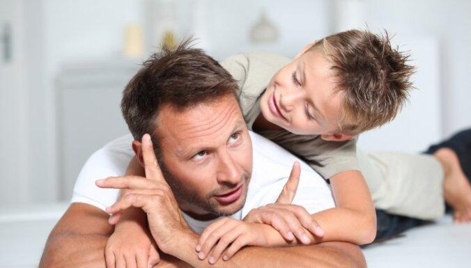 Pētījums: Pēc šķiršanās tēviem pastāv augsta iespēja kļūt par 'otrās šķiras vecākiem'