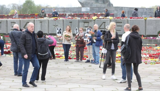 Цветы 9 мая предлагают возлагать не только в Пардаугаве, но и на Братском кладбище или в Саласпилсе