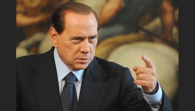 100 000 итальянок обвинили Берлускони в шовинизме