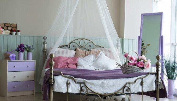 Baldahīni sapņainai un romantiskai noskaņai guļamistabā