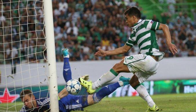 Sporting's Teo Gutierrez, right, fails to score past CSKA goalkeeper Igor Akinfeev