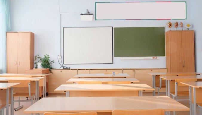 Vairākiem darbiniekiem saslimstot ar Covid-19, attālinātas mācības uzsāk trīs Rīgas skolās
