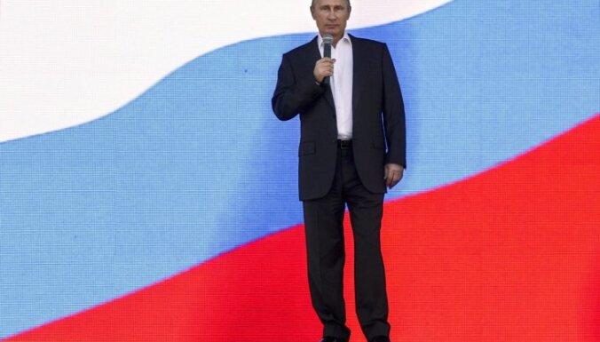 Нежный оккупант. Александр Васильев о латвийских иконах стиля, волосатых колготках и костюме Путина