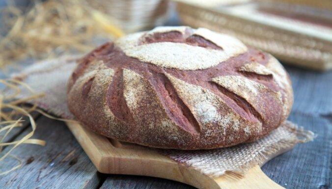 Silta, mīksta un smaržīga mājās cepta maize un smalkmaizītes – 14 receptes naskākiem gatavotājiem