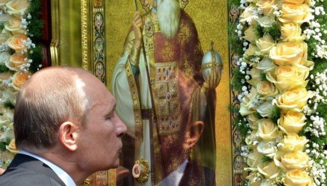 """В Киевe Путину подарили икону и спели """"долгие лета"""""""