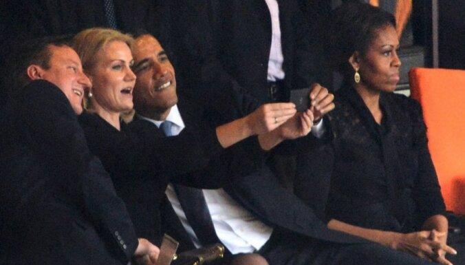 Обама и Кэмерон сделали селфи на прощании с Манделой