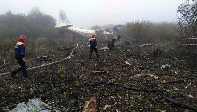 Pie Ļvivas 'An-12' avārijā iet bojā pieci, izdzīvo trīs cilvēki