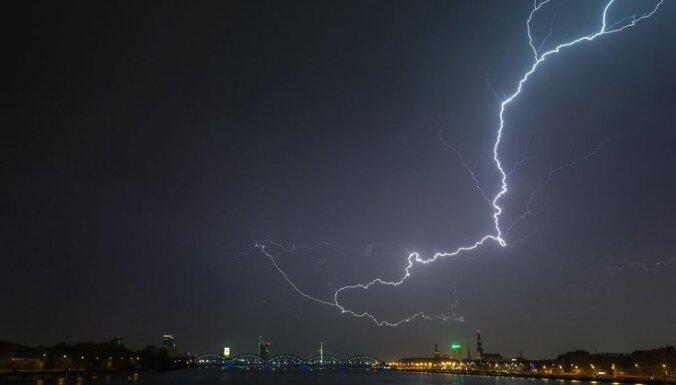 Синоптики: воскресенье будет дождливым, в Риге возможны грозы