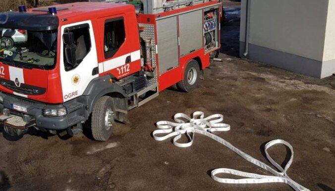 ФОТО: Пожарные и полицейские поздравляют всех дам с 8 марта