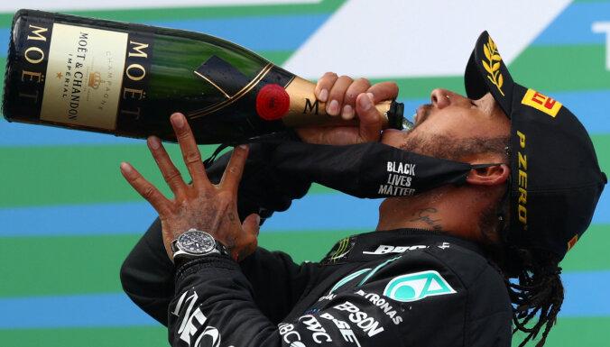 Hamiltons uzvar Eifela 'Grand Prix' un atkārto Šūmahera rekordu