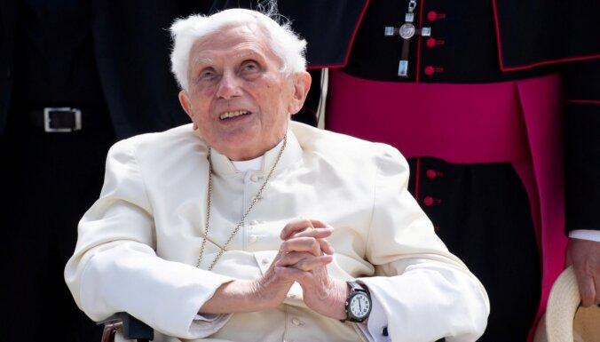 Benedikts XVI atlabst, sasirgšana nav smaga, paziņo Vatikāns