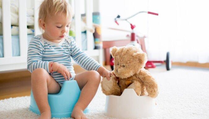 Podiņmācības ābece: ieteikumi, lai mazulis iešanu uz podiņa apgūtu veiksmīgi