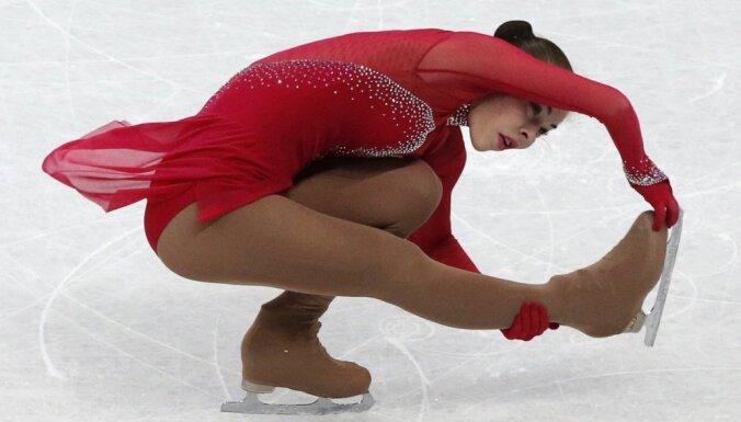 Медведева — лучшая в короткой программе на ЧМ, рижанка Кучвальская — 21-я