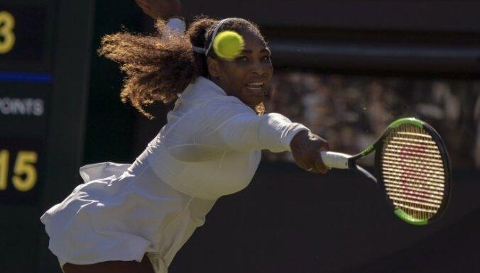 Māsas Viljamsas sasniedz Vimbldonas tenisa turnīra otro kārtu; Svitoļina zaudē turnīra ievadā