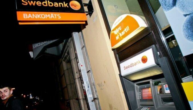 Vēlme izņemt naudu no 'Swedbank' bankomātiem Daugavpilī norimusi; VDD skaidro apstākļus