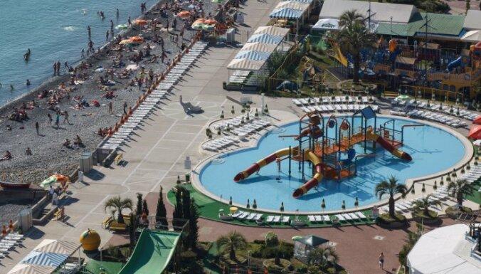 Море наступает на пляж и набережную Сочи — Олимпийский парк уходит под воду