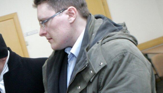 Advokāts: 'popkorna šāvējs' ielikts aiz restēm ne bažu dēļ par izmeklēšanas traucēšanu