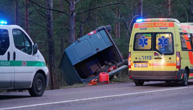 Фоторепортаж: авария на шоссе Клейсту около поворота на Болдерайское кладбище