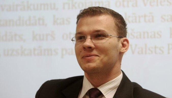 Дзинтарс продолжит работу в комиссии Сейма по этике