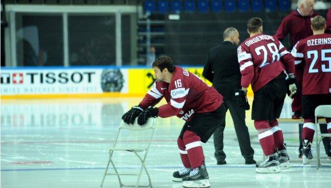 ФОТО: Липман проигнорировал официальную фотосессию сборной Латвии