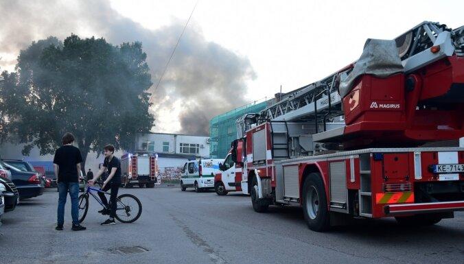 В Кенгарагсе открытым пламенем горел склад и цех сети ресторанов LIDO (ОБНОВЛЕНО)