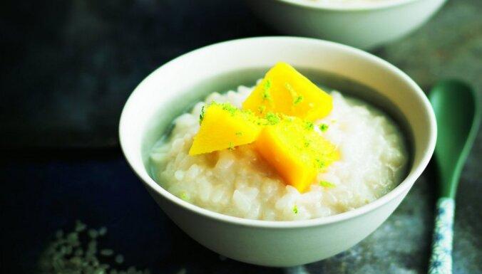 Rīsu pudiņš ar kokosriekstu pienu un mango