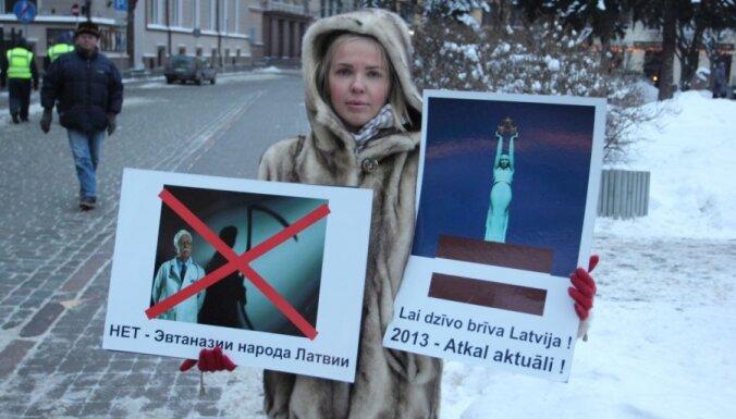"""Митинг """"идеалов Атмоды"""": против евро и Москвы, за христианские ценности (фото)"""