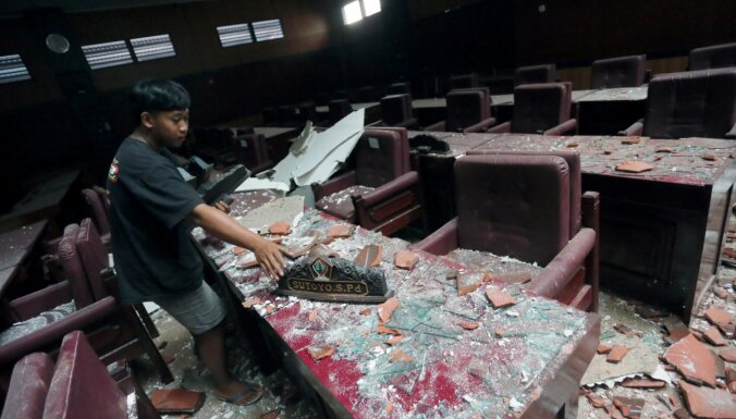 Zemestrīcē Indonēzijas Javas salas piekrastē gājuši bojā seši cilvēki