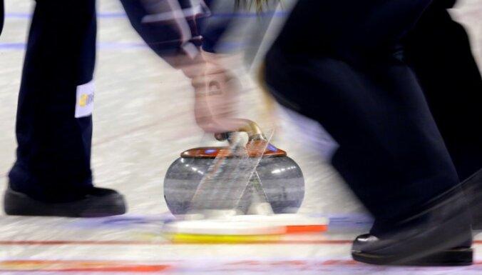Latvijas sieviešu kērlinga izlase turpina uzvarēt OS priekškvalifikācijas mačos