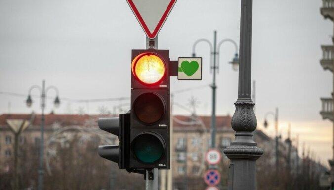 """""""Сердце вместо стрелки"""". Своеобразный протест водителей в Вильнюсе"""