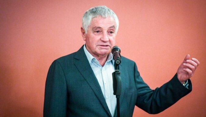 Rīgas Krievu teātra direktors saņēmis Teterevu fonda apbalvojumu