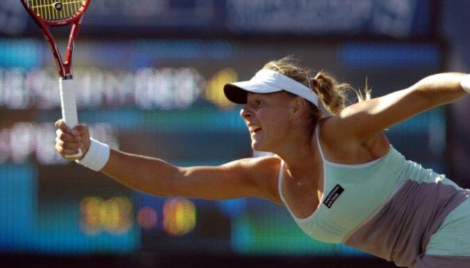Dekmeijere nepārvar Budapeštas WTA 'International' sērijas turnīra dubultspēļu ceturtdaļfinālu