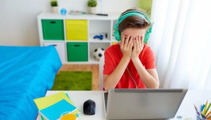 Desmit pazīmes, kas var liecināt par kibermobingu pret bērnu