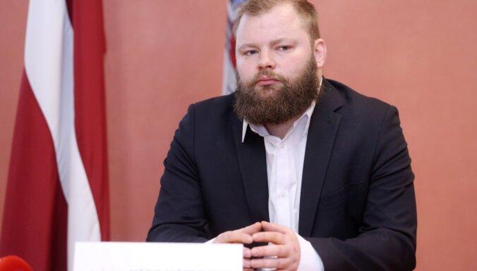 Pūce un Jaunups vairākkārt nodevuši tūkstošus eiro ziedojumiem partijai, apgalvo Mičerevskis