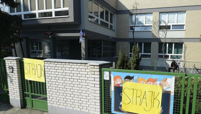 Из-за забастовки учителей в Польше закрыто 90% школ, срываются экзамены