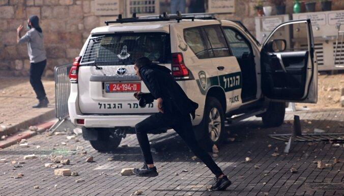 Foto: Sirmajā Jeruzalemē pirmdiena sākusies ar jaunām sadursmēm