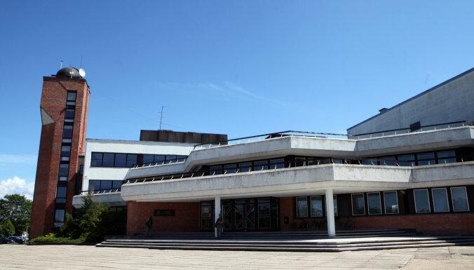 Адажская средняя школа полностью перешла на удаленное обучение из-за Covid-19