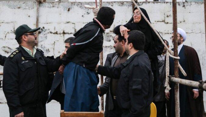 Irānā bez pārmaiņām – par noziegumiem piespriež miesassodus, amputācijas un pakāršanu