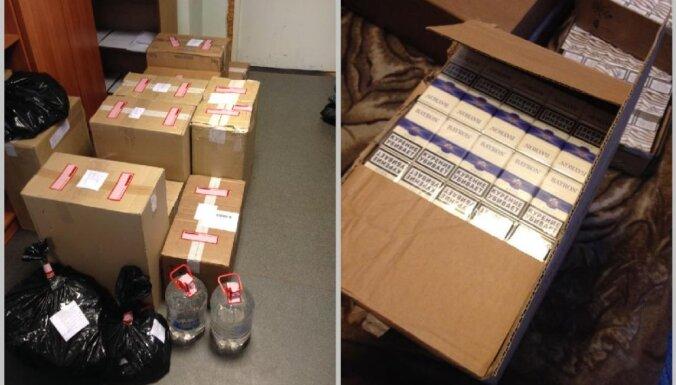 Dreiliņu tirgū atsavina 91 600 nelegālo smēķu un 15 litrus grādīgās dziras