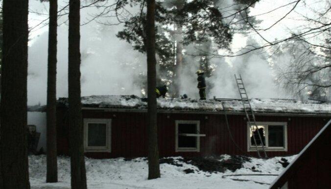 Igaunija sēro par traģiskā bērnunama ugunsgrēka upuriem