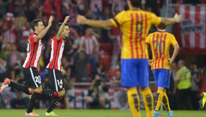 Athletic Bilbao s Aduriz and Susaeta celebrate a goal by San Jose during their Spanish Super Cup