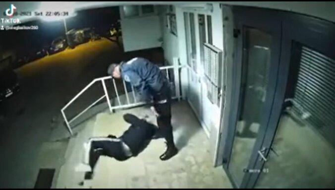 Faktu pārbaude: video redzamie kaušļi nav Latvijas Valsts policijas darbinieki
