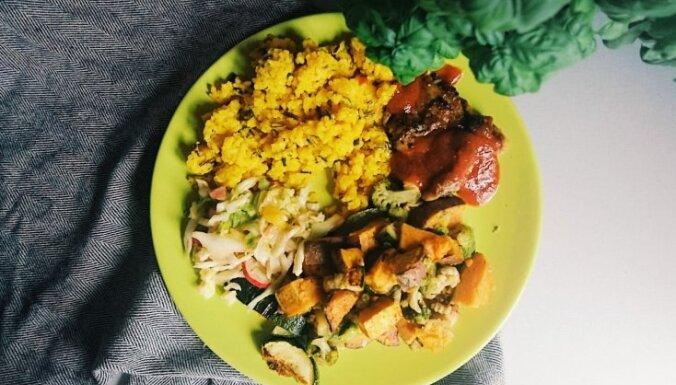 Četri ēdieni stundas laikā: vista, cepti dārzeņi, rīsi un salāti
