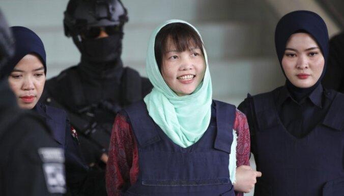 Malaizija atceļ apsūdzības Ziemeļkorejas diktatora pusbrāļa slepkavībā apsūdzētajai vjetnamietei
