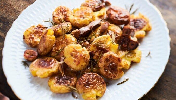 Krāsnī cepti saspiestie kartupeļi