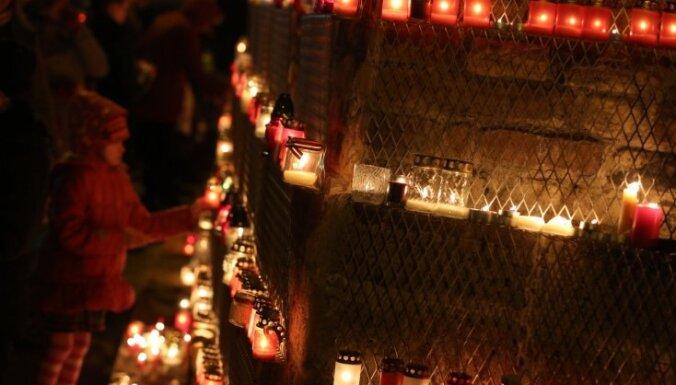 Tirgotāji: Lāčplēša dienas gaidās pieaug pieprasījums pēc svecēm