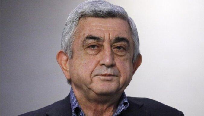 Премьер Армении подал в отставку после многотысячных протестов