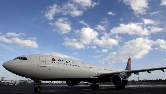 ASV ārkārtas nolaišanos veic lidmašīna, kuras pilotu kabīnē mēģinājis ielauzties agresīvs pasažieris