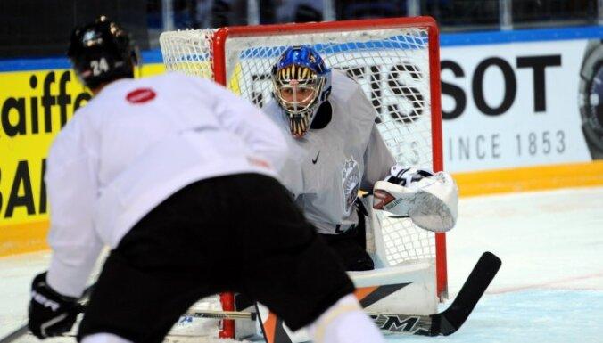 Foto: Latvijas hokejisti gatavojas mačam pret čehiem